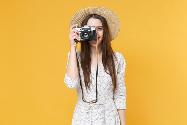 デザイン|カメラ女子には持ち歩きしやすくレトロでかわいいものが人気
