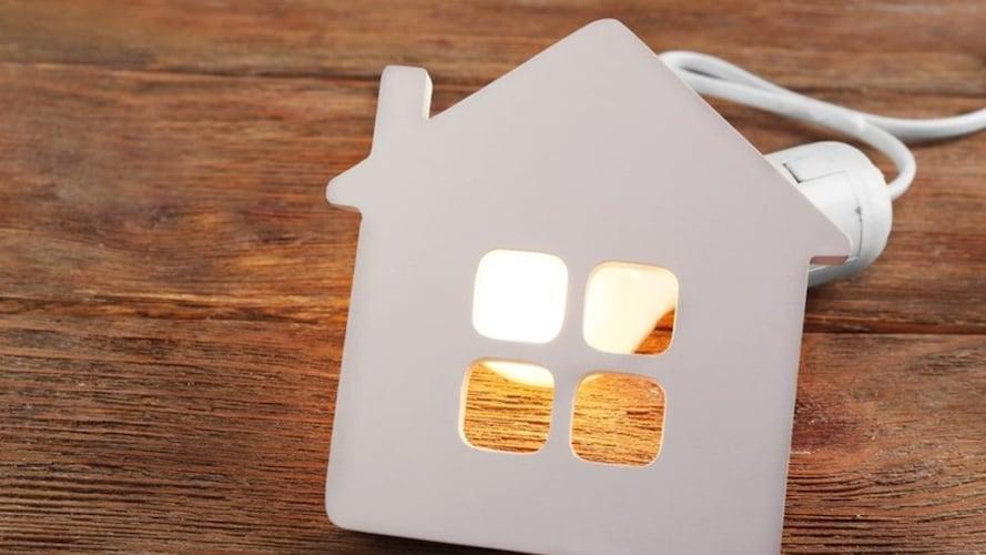 家を明るく照らしている画像