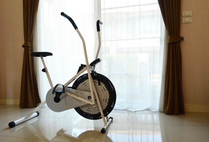 サイズ|部屋の大きさに合ったフィットネスバイクを
