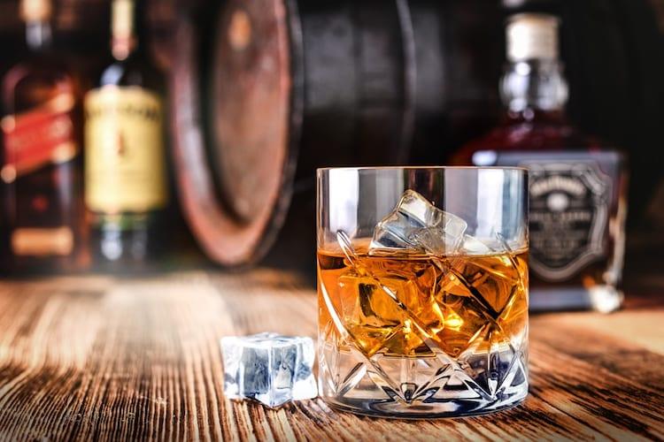 バーボンとは|新樽での熟成などの条件をクリアしたウイスキー