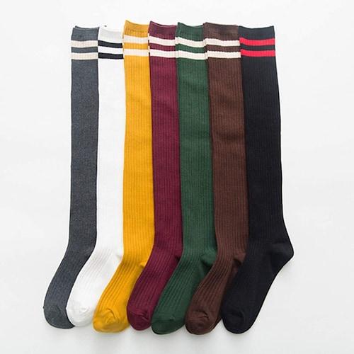 色|コーデのアクセントにはカラフルなもの、合わせやすさなら黒やグレー、ネイビー、白