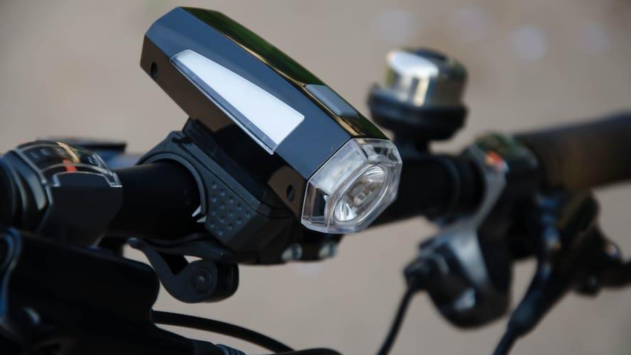 2.ライト|前後に取り付けて夜間も安全に!