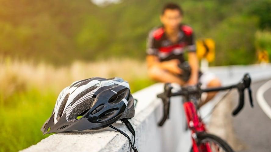 4.ヘルメット|事故や落車から身を守る必需品