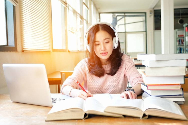 語学学習機能|再生速度変更や歌詞表示機能に注目