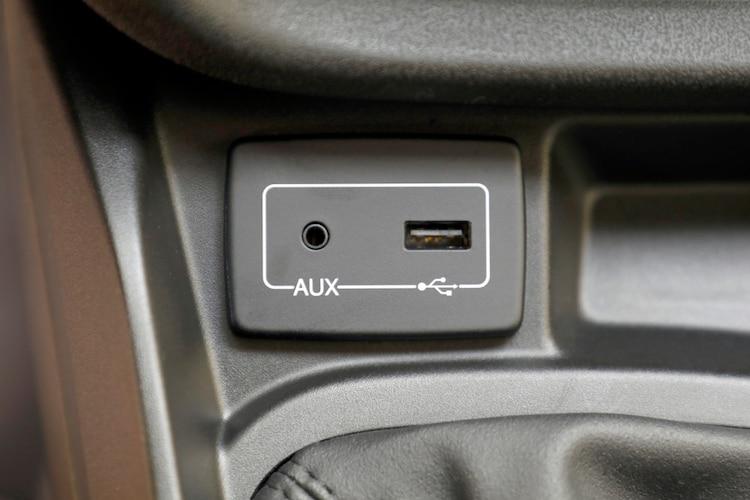 USBポート付きならさらに便利!