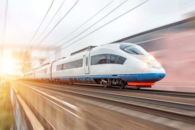 【スポーツ・鉄道写真】流し撮りがしやすい自由雲台付きがおすすめ