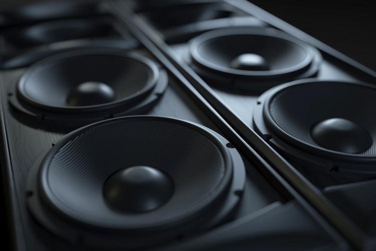 スピーカー数|高音質を求めるなら2基搭載のステレオがおすすめ