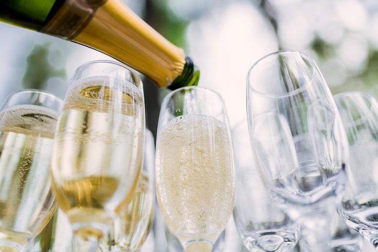 スパークリングワインとは?シャンパンとの違いも解説!