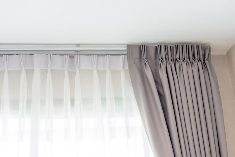 カーテンレール|「天井付け」と「正面付け」が主流