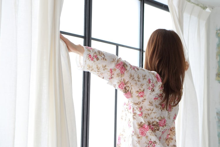カーテンの開き方|両開きか片開きか