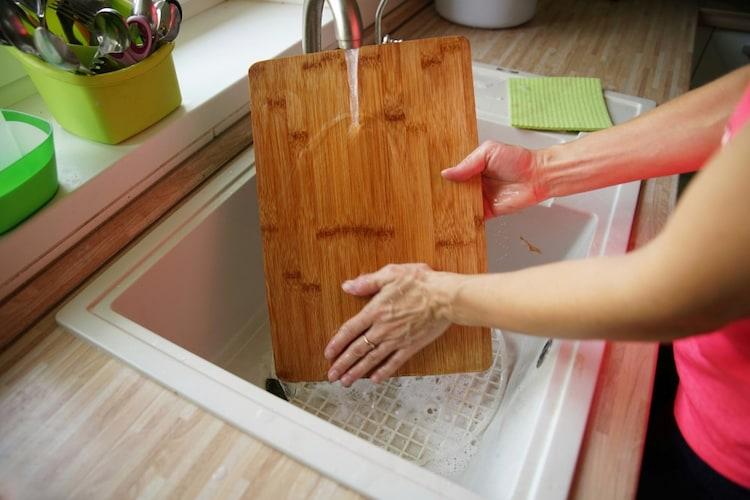 木製 洗浄後の熱湯消毒がおすすめ!カビには削り直しも