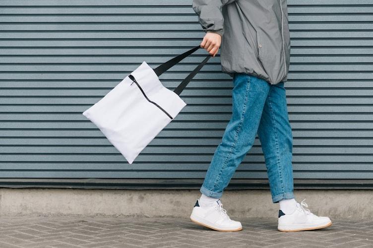 シーン|大学生なら学校・私服でも合わせやすいものを、ビジネスならハイブランドもおすすめ
