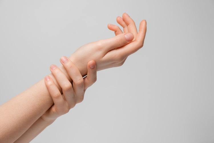 ・手や爪のハンドケアに