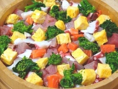 海鮮ちらし寿司のレシピ!卵と魚介類で華やかに