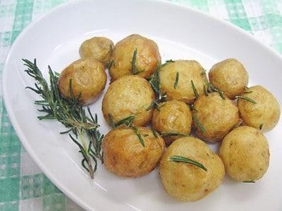 新じゃがを素揚げで美味しく!人気の時短料理レシピ