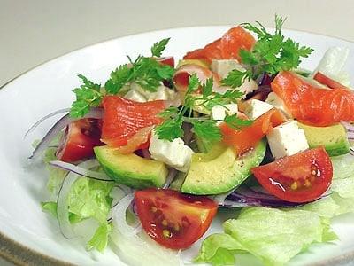 スモークサーモンと野菜のサラダ
