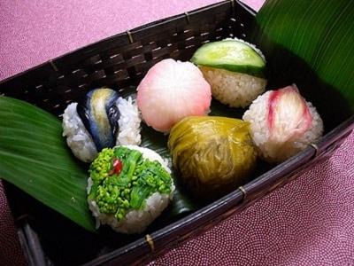 お花見やひな祭りに、手まり寿司弁当