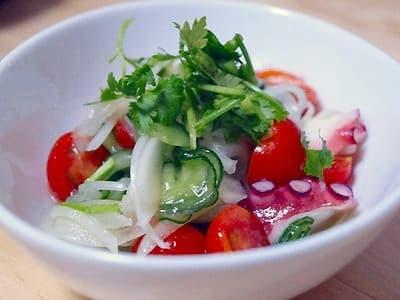 タコと新たまねぎのエスニック風サラダ