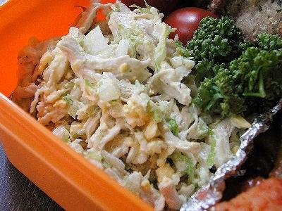 ゆで鶏と卵とキャベツのサラダ