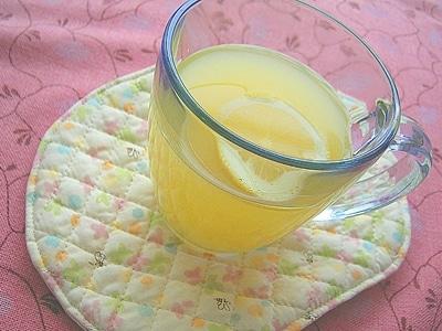 さわやかな酸味のホットオレンジレモネード