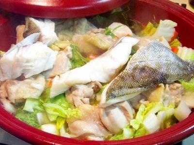 タジンで作る鶏と鱈の蒸し鍋