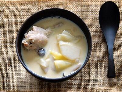 鶏手羽と野菜で具たくさんの豆乳シチュー