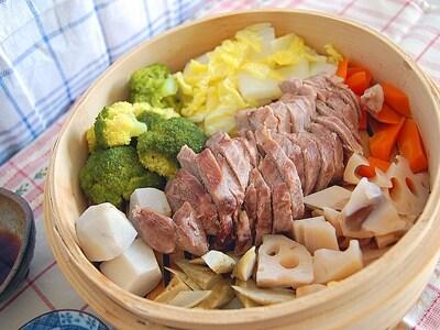 塩豚と季節の野菜で簡単蒸し鍋