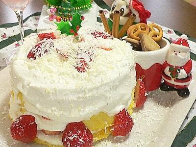 電子レンジで作った、苺のクリスマスケーキ