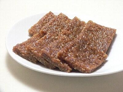 炊飯器で作る、黒糖くるみ餅