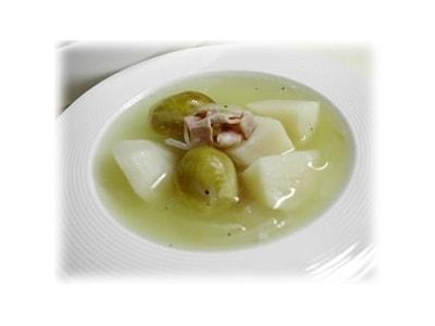 旬の野菜を使ったヘルシー料理優しい春のスープ