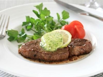 家庭で簡単ステーキ エスカルゴバターソース
