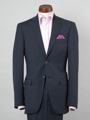 スーツの胸ポケットを彩る「ポケットチーフ」が復活
