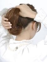 すべての髪をすくい上げる