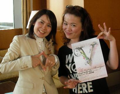 プロデューサー兼女優を務める大橋ひろえさんとガイド。