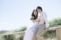 結婚式とは別途、衣装も場所も変えた写真を撮る手も