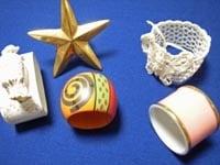 いろいろな形や色のナプキンリング