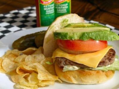 アボカドチーズバーガーのレシピ!ビーフ100%のハンバーガー