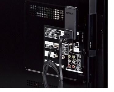 Buffalo WLI-UTX-AG300をLANケーブルで接続。この機種は、TVのUSB端子にも設置できる優れもの。