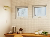 防火性能、断熱性能を高め、狭小地における住環境を考慮した戸建て住宅に対応する防火窓。[APW330防火窓すべり出し窓オペレーターハンドル仕様]undefinedYKKAPundefinedhttp://www.ykkap.co.jp/undefinedundefined