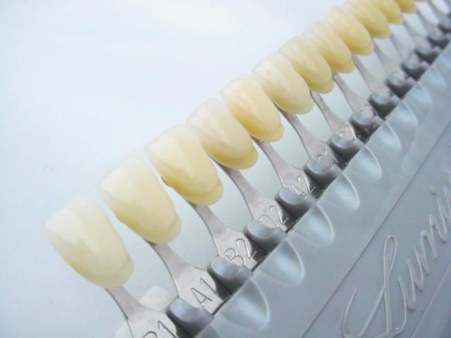 歯の色を明るい順に並べてみるとこのようになります。