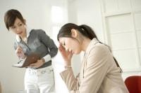 ひどい乳房痛や下腹部痛、いらいら、憂鬱などを感じる場合、「月経前症候群」かもしれません