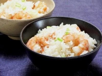 エビの炊き込みご飯のレシピ!炊飯器で香ばしく炊きあげる作り方