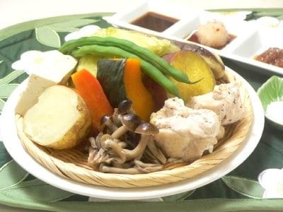 鶏肉と野菜のウーロン茶蒸し