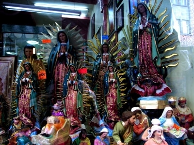メキシコ文化の象徴である、褐色のマリア、グアダルーペ。国民の約90%がカトリック教徒のメキシコでは、グアダルーペの像があちこちで見られる。