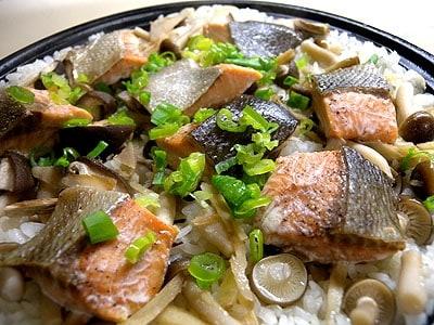 タジン鍋で鮭ときのこの炊き込みご飯