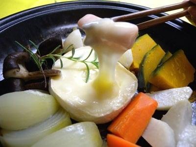 タジン鍋のレシピ!蒸し野菜とカマンベールチーズのヘルシー鍋