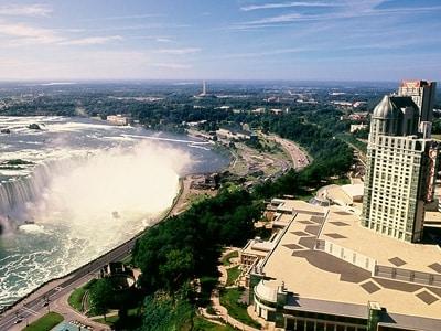 フォールズビューカジノ地区とカナダ滝undefined(C)TourismOntario