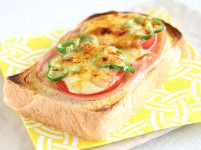 カレー風味の簡単ピザトースト