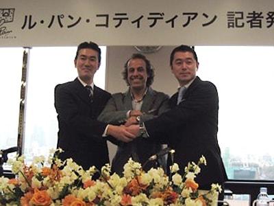左から石井和則さん(伊藤忠商事株式会社)、アラン・クーモンさん(ピーキューライセンシング社)、吉田泰昌さん(株式会社ホッコク)