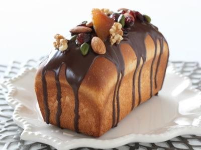 デコレーションが華やかなチョコレートブリオッシュ